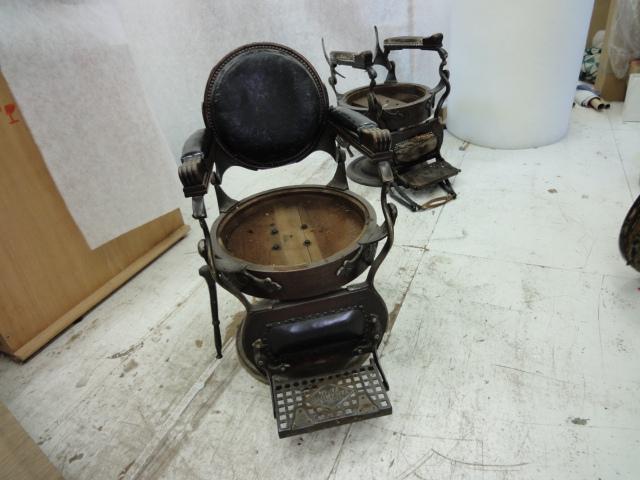 """alt=""""昭和戦前の「ハイドリック理容椅子」"""""""